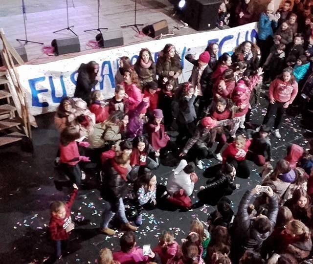 Larunbatean primeran pasa genuen Oiartzunen ospatutako euskararen egunean!  Elhellip